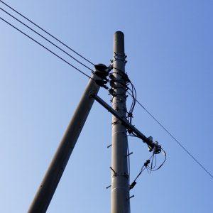 家の前の電柱
